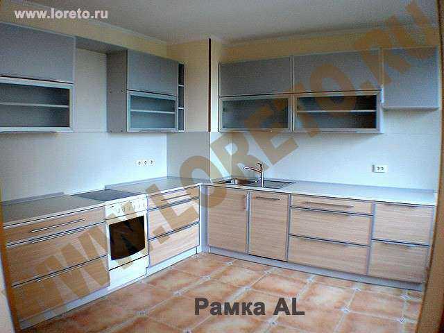 Угловая кухня с вентиляционной шахтой в углу фото 50
