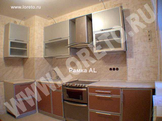 Дизайн кухни с вентиляционной шахтой в углу фото 45