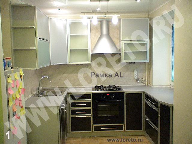 Индивидуальный дизайн маленькой кухни с окном фото 27
