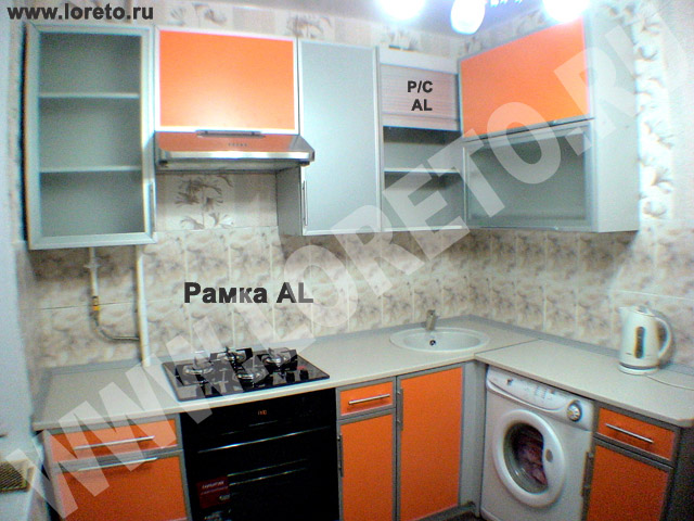 Маленькая угловая кухня со стиральной машиной фото 31