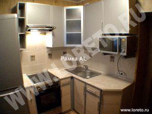 Угловая малогабаритная кухня на заказ фото 79
