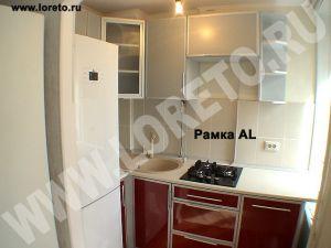 Малогабаритная угловая кухня с холодильником фото 64