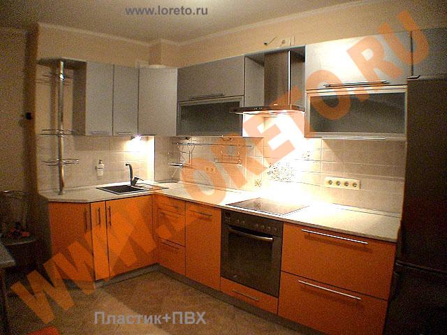 Дизайн кухни с вентиляционным коробом фото 44