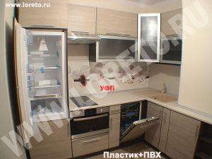 Маленькая встроенная кухня 8 кв. м с вентиляционным выступом фото 40
