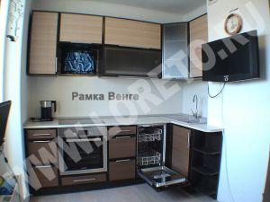 Встроенная кухня с вентиляционным коробом в доме п44 фото 21
