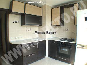 Дизайн малогабаритной кухни с вентиляционным выступом в углу фото 28
